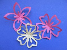 This guide will show you how to fold a square piece of paper into 5 equal parts and how to cut it to make a basic kirigami flower and the kirigami Sakura.