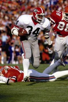 Georgia legend Herschel Walker running over Florida College Football Players, Football Memes, School Football, Football Match, College Basketball, Herschel, Georgia Bulldogs Football, Vintage Football, American Football