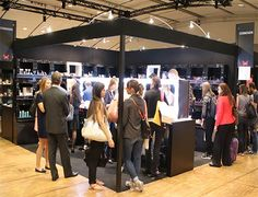 #STAND #COSMOGEN #MAKEUP IN PARIS