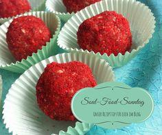Einen gesunden Knabberspass aus drei Zutaten findet ihr in unserem heutige Beitrag, unsere Erdbeer-Cashew-Kugeln. Soulfood pur.