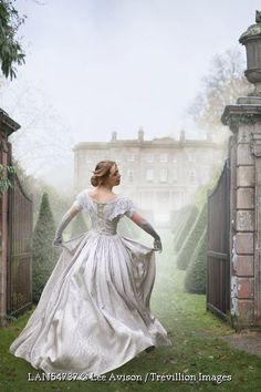 Victorian Woman Running Towards A Mansion House by Lee Avison Historical Women, Historical Romance, Victorian Women, Victorian Era, Fantasy Gowns, Mansions Homes, Book Cover Art, Story Inspiration, Marie