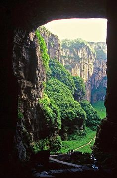 Situated in Chongqing, Wulong features spectacular karst landscapes and many natural wonders.  In recent years, Wulong has also become a popular film location site and hosted Zhang Yimao's film Curse of the Golden Flower, Hollywood sci-fi action film Transformers 4 and the recent Chinese reality show Dad, Where are We Going?  http://www.chinatraveltourismnews.com/2015/06/wulong-world-heritage-site-with-many.html