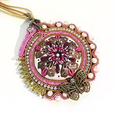 Ancora un ciondolo soutache con un mio cabochon creato diversi anni fa assolutamente un pezzo unico! E poi c'è il fucsia che è uno dei miei colori preferiti  Lo troverete qui prossimamente: http://ift.tt/2gaMXcg (Oppure contattatemi). . . . #archidee #becreative #bepositive #soutache #soutachemania #soutachejewelry #soutaches #ciondolo #pendant #pink #pinkgold #handmade #instajewelry #fashionjewelry #fashiongram #jewelrygram #jewelrytrends #jewelryblogger #jewelry #fashion #fashionblogger…