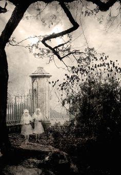 Colección: Apariciones fantasmales por techgnotic en deviantART