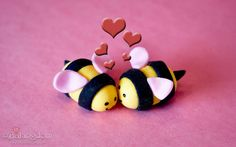 how to make fondant bees, and how to cover cupcake with fondant