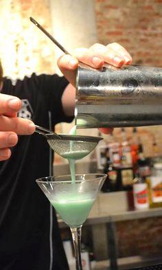 Grasshopper cocktail #bartender #cocktail #EuropeanBartenderSchool