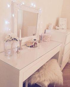 Schminktisch Shabby Chic Ikea Malm Deko und Co Diy Vanity Mirror, Vanity Room, Vanity Desk, Desk With Mirror, Pink Vanity, Ikea Mirror, Vanity Area, White Vanity, Mirror Set