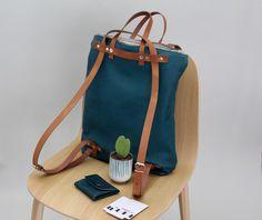 """Jetzt gibt es sie endlich: der beliebte Bestseller """"Nell"""" als Schultertasche, Rucksack und als Tasche in der Hand zu tragen präsentiert sich hier aus Bionappaleder mit verstellbaren Rucksackriemen!..."""