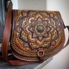 @tipoeubolsas #leathercarving #handmade #leather