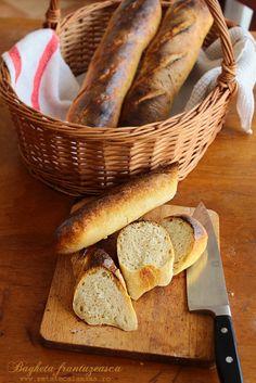 Frantuzeasca sau nu, aceasta bagheta este o paine foarte gustoasa, cu o coaja crocanta si cand e in cuptor... se umple toata casa de un parfum innebunitor. Am promis...