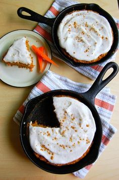 Want a quick and easy way to make mouth-watering desserts? Let me introduce you to Skillet Desserts. These are some of the best skillet desserts for you to make and bring to your next holiday gathering! Brownie Desserts, Oreo Dessert, Mini Desserts, Coconut Dessert, Delicious Desserts, Dessert Recipes, Cake Recipes, Milk Recipes, Cast Iron Skillet Cooking