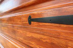 """http://beachbumlivin.com """"faux"""" wood grain garage door."""