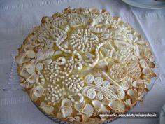 slavski kolac — Coolinarika Serbian Recipes, Ukrainian Recipes, Creative Pie Crust, Pie Crust Designs, Holiday Bread, Pies Art, Bread Art, No Bake Pies, Fancy Cakes