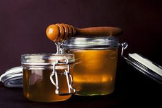 A honey dipper serves honey with a twist - Honey Bee Suite https://honeybeesuite.com/honey-dipper-serve-honey-twist/ #honey #beekeeping