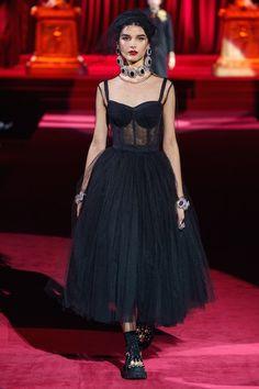 Dolce & Gabbana Fall 2019 Ready-to-Wear Collection - Vogue Couture Fashion, Runway Fashion, Fashion Outfits, Fashion Trends, Milan Fashion, Dolce & Gabbana, Edgy Dress, Dress Up, Fashion Over 50