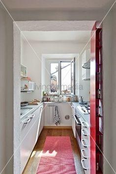 kleine küche einrichten schmaler raum offene regale | küchen ...
