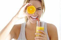Bật mí các loại quả trị mụn hiệu quả không kém gì mỹ phẩm Nội tiết tố rối loạn ăn uống không điều độ thức khuya vệ sinh da mặt sai cách là những nguyên nhân khiến mụn xuất hiện. Mụn làm da trở nên xấu xí nên người bị thường mất tự tin trước bề ngoài của mình.  Nếu đang phải vật vã với khuôn mặt đầy mụn bạn hãy thử áp dụng một số mẹo trị mụn hiệu quả và an toàn bằng các loại trái cây quen thuộc sau. Chúng vừa giúp da nhanh chóng hết mụn vừa dưỡng trắng trị vết thâm cực tốt.  1.Cam  Cam hỗ trợ…