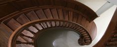 Nowoczesne schody drewniane to obecnie wizytówka każdego nowoczesnego domu.