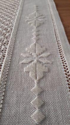 Sandra Ochoa Ayala's media content and analytics Hardanger Embroidery, Diy Embroidery, Cross Stitch Embroidery, Embroidery Patterns, Needlepoint Stitches, Crochet Stitches, Needlework, Blackwork Cross Stitch, Hem Stitch