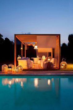 aménagement extérieur, pergola cubique près d'une belle piscine