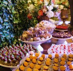 Repost da @estelakunzler sobre o trabalho delicado e cheio de amor do Atteliê de Doces. Mais uma mesa de doces de um casamento lindo, pronta! ❤️❤️❤️❤️ #docesfinos #atteliededoces #carolinadarosci #sobremesa #docinhos #casamento #eventos #artesanal #feitoamao #docesgourmet #florianopolis #sweettooth