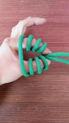 Best 12 燕微原创绳结( on TikTok: The emergency escape detent. How To Braid Rope, Rope Knots, Macrame Knots, Celtic Knot Tutorial, Scout Knots, Monkey Fist Knot, Survival Knots, Knots Guide, Nautical Knots