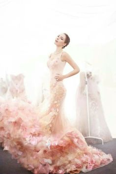 Pastel pink floral embellished wedding gown // Pinned by Dauphine Magazine x… Beautiful Gowns, Beautiful Outfits, Gorgeous Dress, Beautiful Mermaid, Bridal Gowns, Wedding Gowns, Wedding Attire, Estilo Glamour, Beauty And Fashion