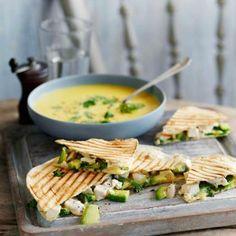 Sweetcorn soup with quesadilla wedges - Women's Health UK Roast Chicken Dinner, Perfect Roast Chicken, Curry Recipes, Soup Recipes, Healthy Recipes, Yummy Chicken Recipes, Yum Yum Chicken, Easy Cook Rice