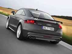 The 2015 Audi TT and TTS Coupe and Roadster models debuted on Friday with a new optional competition package, optional carbon package and new standard features. Audi Tt S, New Audi Car, Audi Rs5, Car Images, Car Pictures, Tt Car, Jeep Suv, Audi Sport, Fast Cars