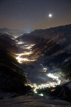 Switzerland at night pic.twitter.com/05IcsJVNeQ