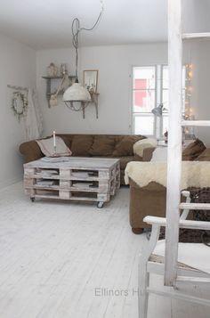 Ellinors Hus: Tisdag Living Room, Pallets, House Ideas, Home, Sitting Rooms, Living Rooms, Pallet, Family Room, Lounge