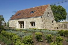 This small eco barn conversion on the Somerset Levels, incorporates renewable and green technologies, coupled with extensive environmental features. Sustainable Architecture, Sustainable Design, Rustic Farmhouse, Farmhouse Style, Small Barns, Small Houses, Gable Wall, Banks House, Clay Roof Tiles