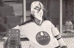 Life & Times: Goalie overcame club foot to play pro hockey Hockey Rules, Pro Hockey, Hockey Goalie, Hockey Players, Goalie Mask, Masked Man, Cool Masks, Edmonton Oilers, Nhl