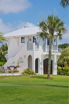 40 Awesome Tropical Beach House Design Ideas - The vast majority's concept of a fantasy house could include something beyond the structure itself. Building a home close to a beach could be an extra. Beach Cottage Style, Beach Cottage Decor, Coastal Cottage, Coastal Homes, Beach Homes, Cottage Ideas, Coastal Style, Tropical Beach Houses, Tropical Homes