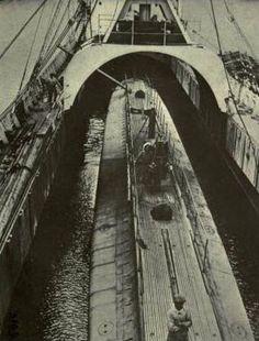 """Porta-submarinos francês """"Kangoroo"""". Afundado na Baía do Funchal a 3 de Dezembro de 1916, pelo U38."""