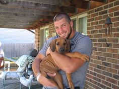 Tim Tebow, New York City in midst of puppy love, for his dog! His dog will not be called Bronx instead of his real name Bronco! Tim Tebow, Alaskan Klee Kai, Poor Dog, Rhodesian Ridgeback, Scottish Fold, Raining Men, Dog Names, To My Future Husband, Mans Best Friend