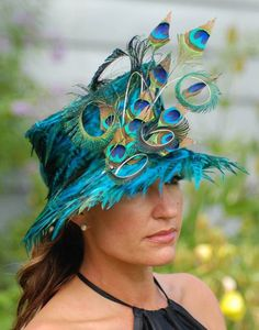 peacock hat, perfect for Derby! Or an English wedding! Peacock Colors, Peacock Feathers, Peacock Dress, Peacock Costume, Peacock Art, Peacock Design, Peacock Blue, Crazy Hats, Big Hats