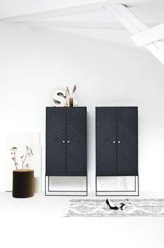 Relatert bilde White Stain, New Builds, Home Organization, Scandinavian Design, Steel Frame, New Homes, Cabinet, Living Room, Interior