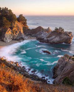 beautifuldestinationsNothing but sunset and waves  (: @tiffpenguin)