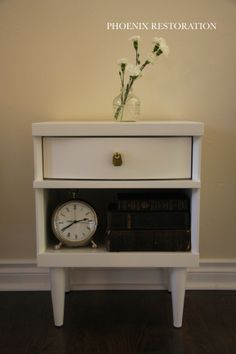 A Mid Century Nightstand {by: Phoenix Restoration} #phoenixrestoration #midcentury