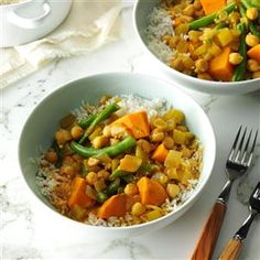 Sweet Potato Curry Recipe -This is one of my favorite vegetarian dishes that packs a lot of flavor and nutrition. Curry can be served over rice or on its own. Vegetarian Lunch, Vegetarian Dinners, Vegetarian Recipes, Curry Recipes, Potato Recipes, Lentils Nutrition, Ginger Chutney, Sweet Potato Curry, Lentil Stew