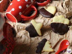"""Ricetta i """" Biscotti di frolla al cioccolato """" è una ricetta molto semplice e sfiziosa. La pasta frolla è un impasto perfetto per ogni occasione"""