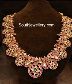 Kundan long chain latest jewelry designs - Page 3 of 14 - Indian Jewellery Designs Wholesale Gold Jewelry, Mens Gold Jewelry, Gold Jewelry Simple, Trendy Jewelry, Diamond Jewelry, Jewelry Design Earrings, Gold Jewellery Design, Necklace Designs, Silver Jewellery