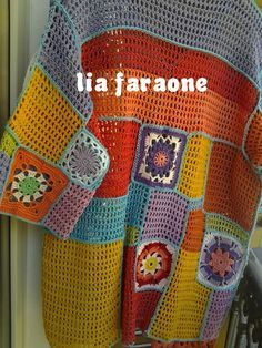 This Pin was discovered by AYN Top Crop Tejido En Crochet, Crochet Blouse, Crochet Shawl, Crochet Car, Crochet World, Crochet Clothes, Warm Outfits, Winter Sweaters, Scrappy Quilts