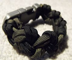 Different pattern for paracord bracelet