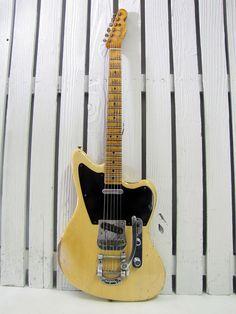 Awesome Fender Jaguar/Jazzmaster Telecaster combo by Fender Custom Shop                                                                                                                                                                                 もっと見る