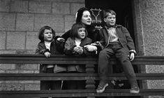 Ingrid Bergman with her children Ingrid, Isabella and Robertino in Cortina D'Ampezzo, Italia (1958)