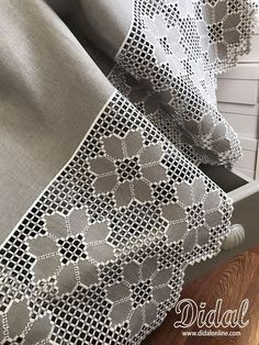Hardanger Embroidery, Embroidery Stitches, Embroidery Patterns, Hand Embroidery, Crochet Pillow, Crochet Lace, Bordado Popular, Drawn Thread, Weave Styles