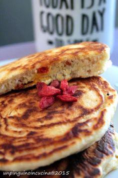 Pancake al cocco e bacche di Goji (senza lattosio, senza uova)