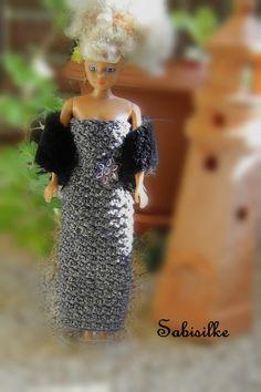Puppenkleidung - enges Barbie-Abendkleid mit Pailetten-Blüte - ein Designerstück…